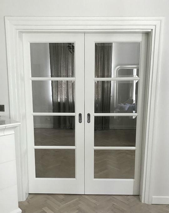 drzwi chowane w ścianę, białe drzwi, drzwi dwuskrzydłowe