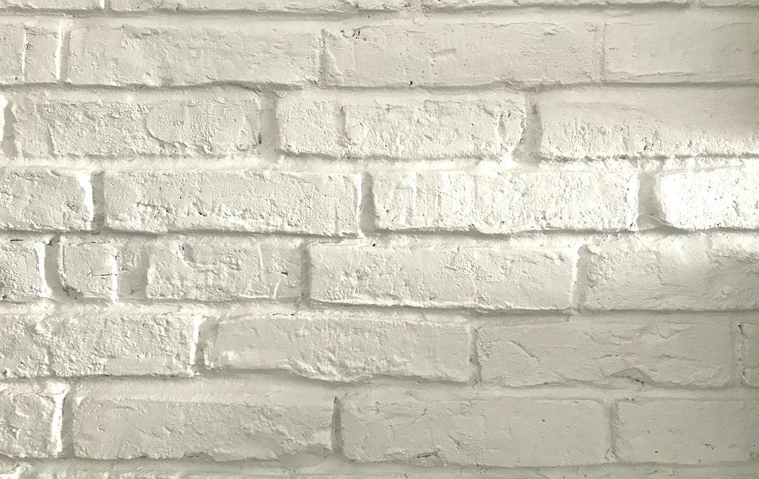 odkrywanie cegły, biała cegła, malowanie cegły