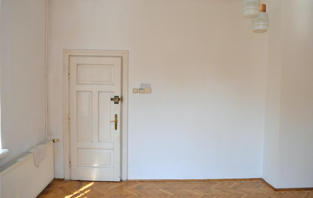 stare drzwi drewniane renowacja, stary dębowy parkiet w jodełkę