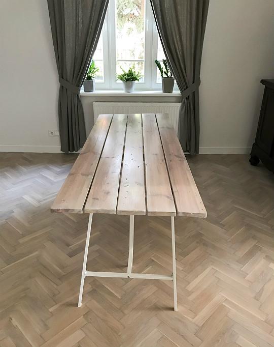 stół bielone deski, białe kozły