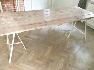 zrób to sam stół ze starych desek na metalowych kozłach lerberg