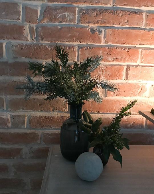 świerkowe gałązki gałęzie w wazonie dekoracja świąteczna