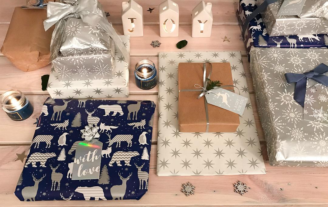 prezenty pakunki paczki świąteczne pięknie zapakowane