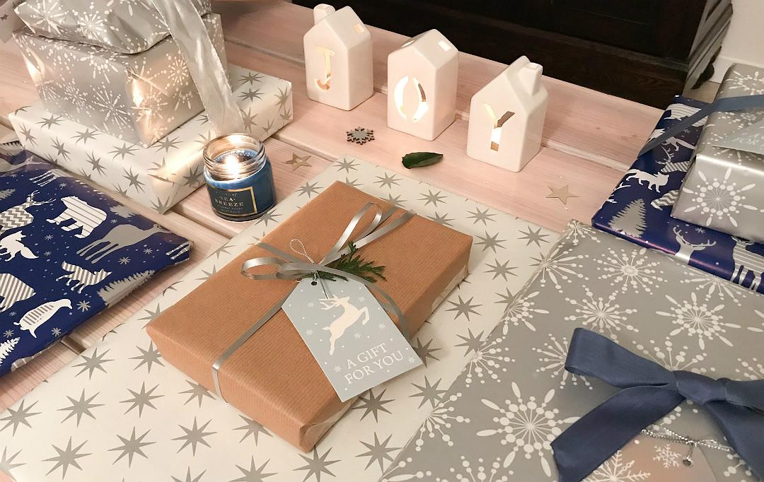 pakowanie prezentów srebro biel granat