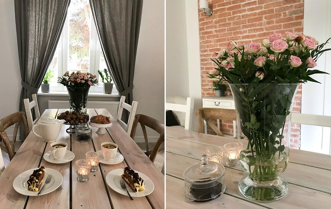 dodatki dekoracje wazon z kwiatami róże na stole ciacho