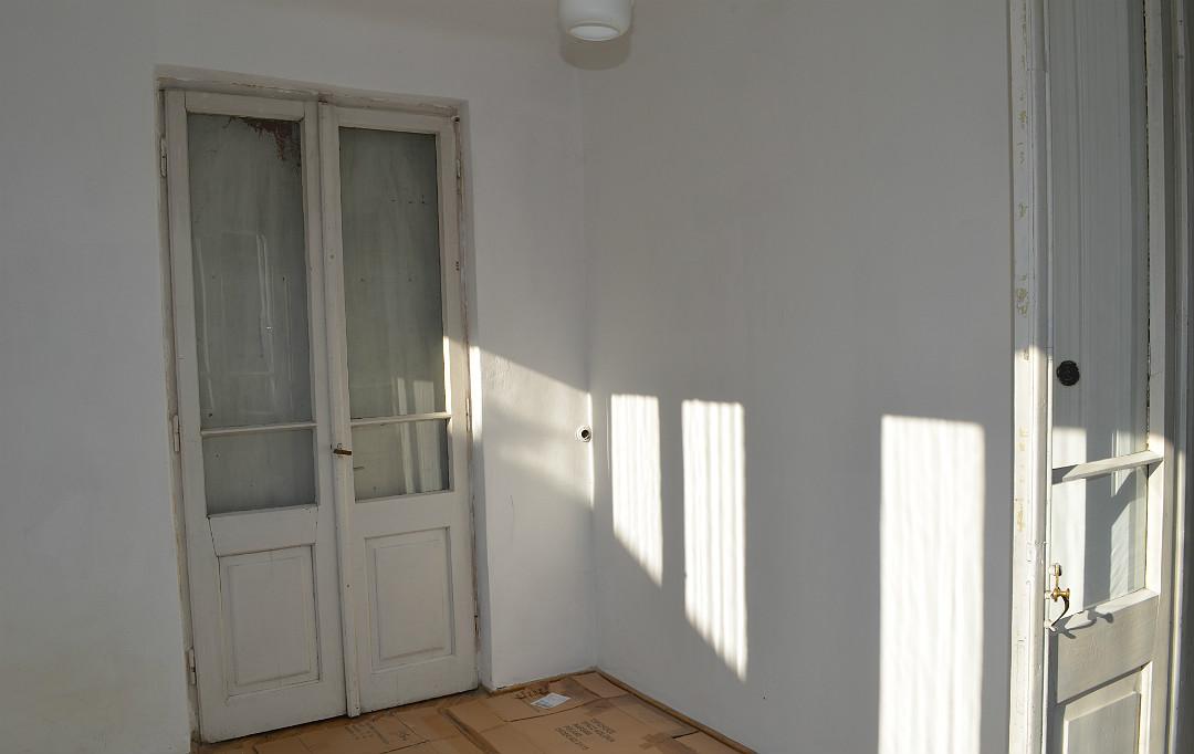 stary dom pokoje weranda strefa dzienna stare drzwi