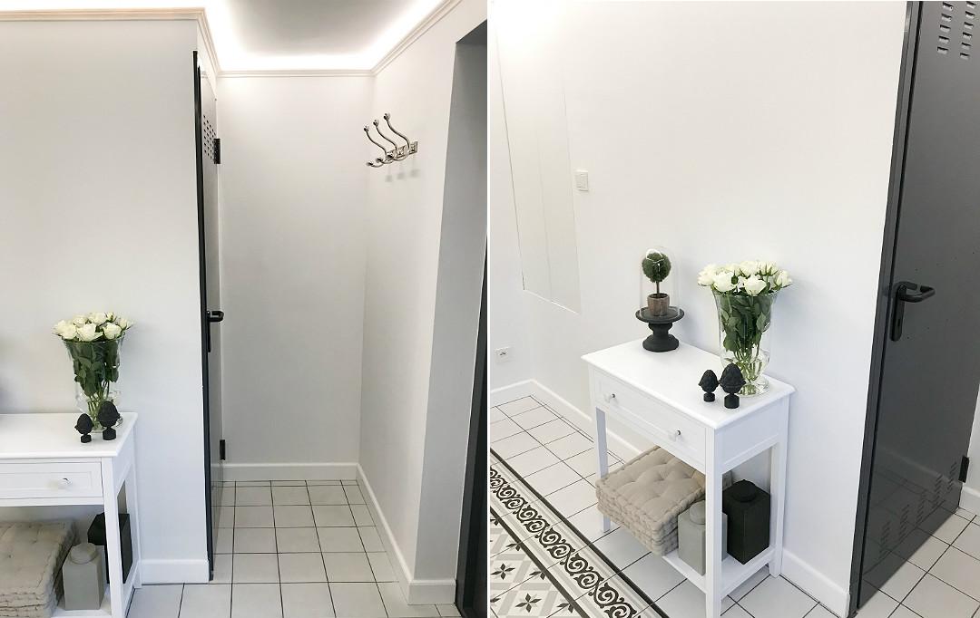 metalowe drzwi do piwnicy ciemnoszare konsola elegancki hol przedpokój