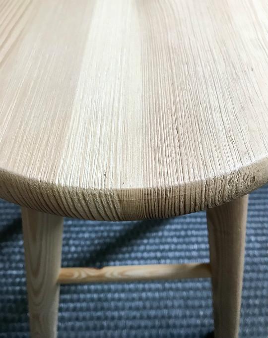 szczotkowane drewno sosna jak postarzyć stołek drewno