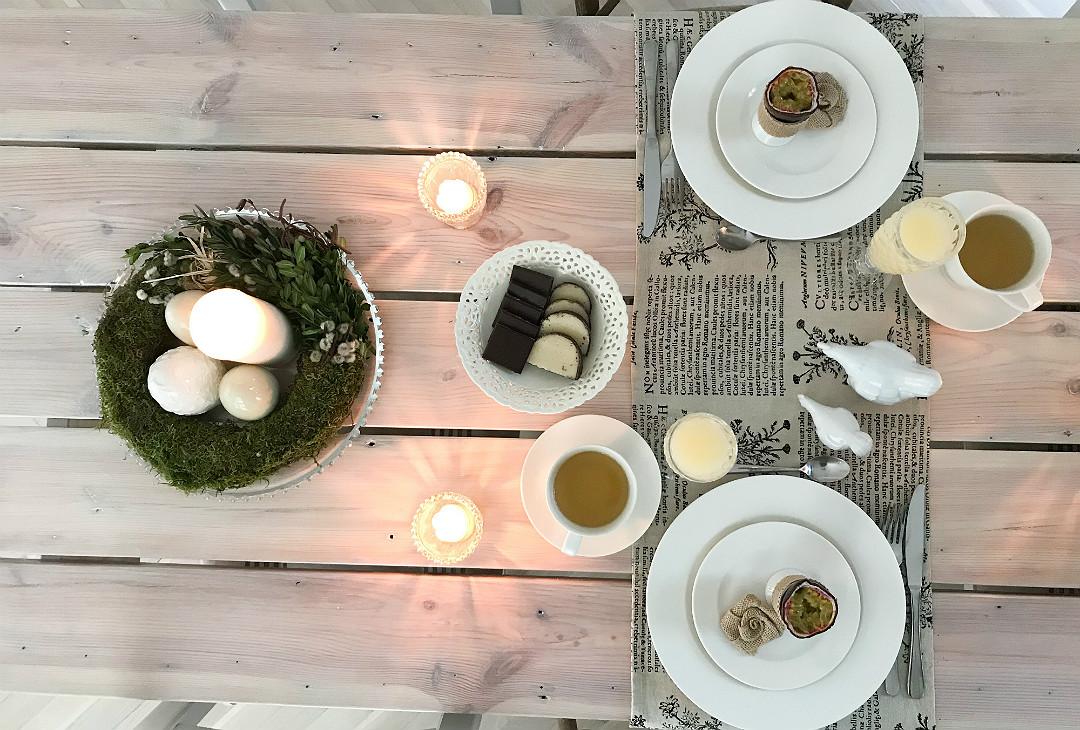 jak nakryć stół na Wielkanoc wielkanocny stroik wianek