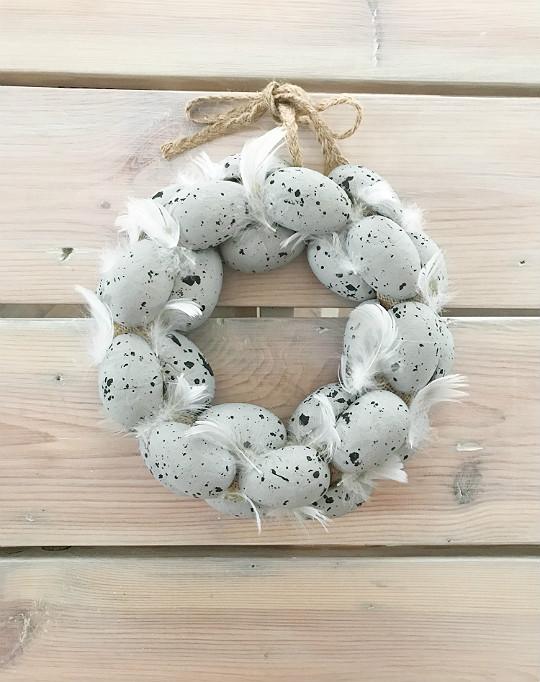 pisankowy wianek ze styropianowych jajek jajeczek szary biały