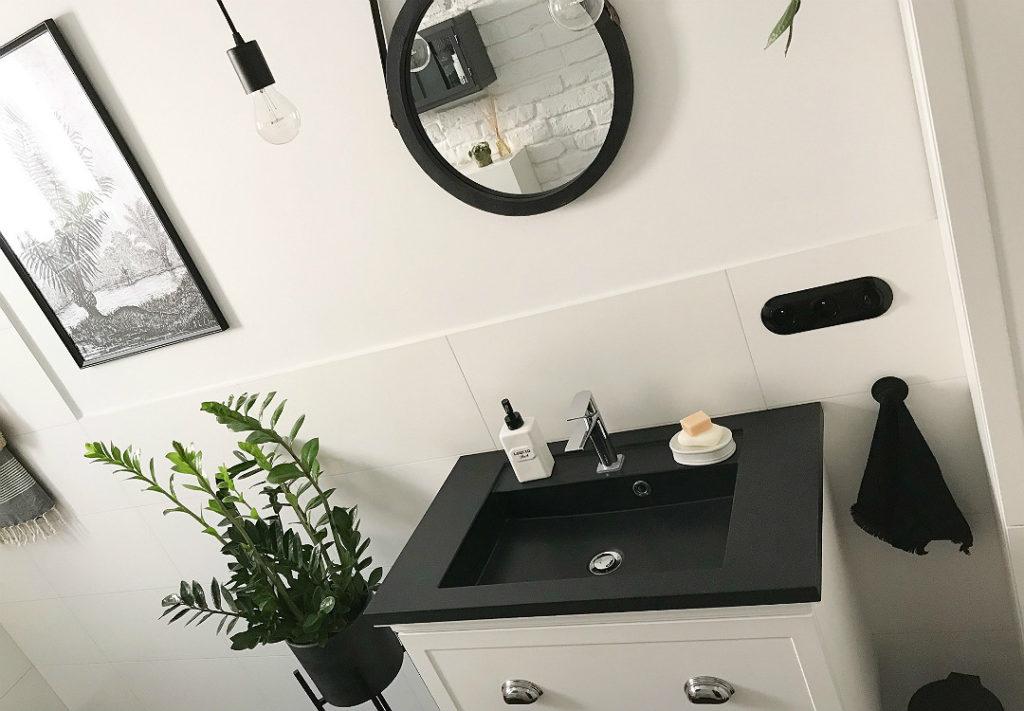 łazienka pełna kwiatów wprowadź zieleń do łazienki