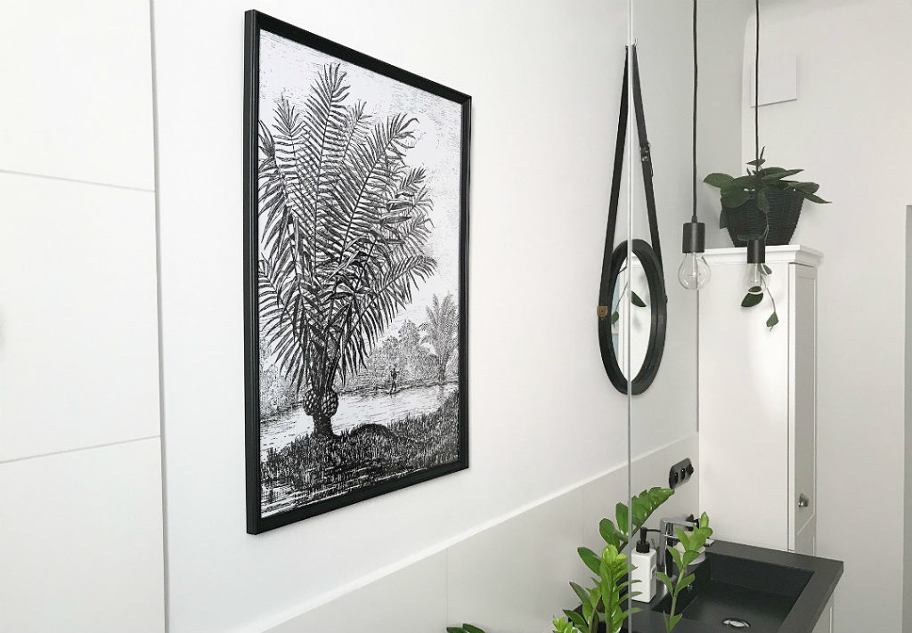plakat z palmą lustro na pasku do łazienki