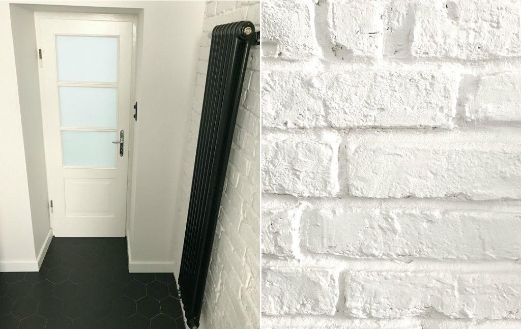 cegła w łazience drewniane drzwi