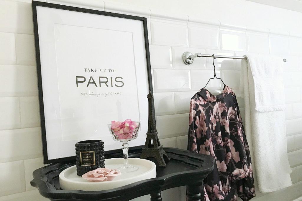 kimono, plakat Take me to Paris, ozdoby do łazienki, dekoracje do łazienki, kobieca łazienka