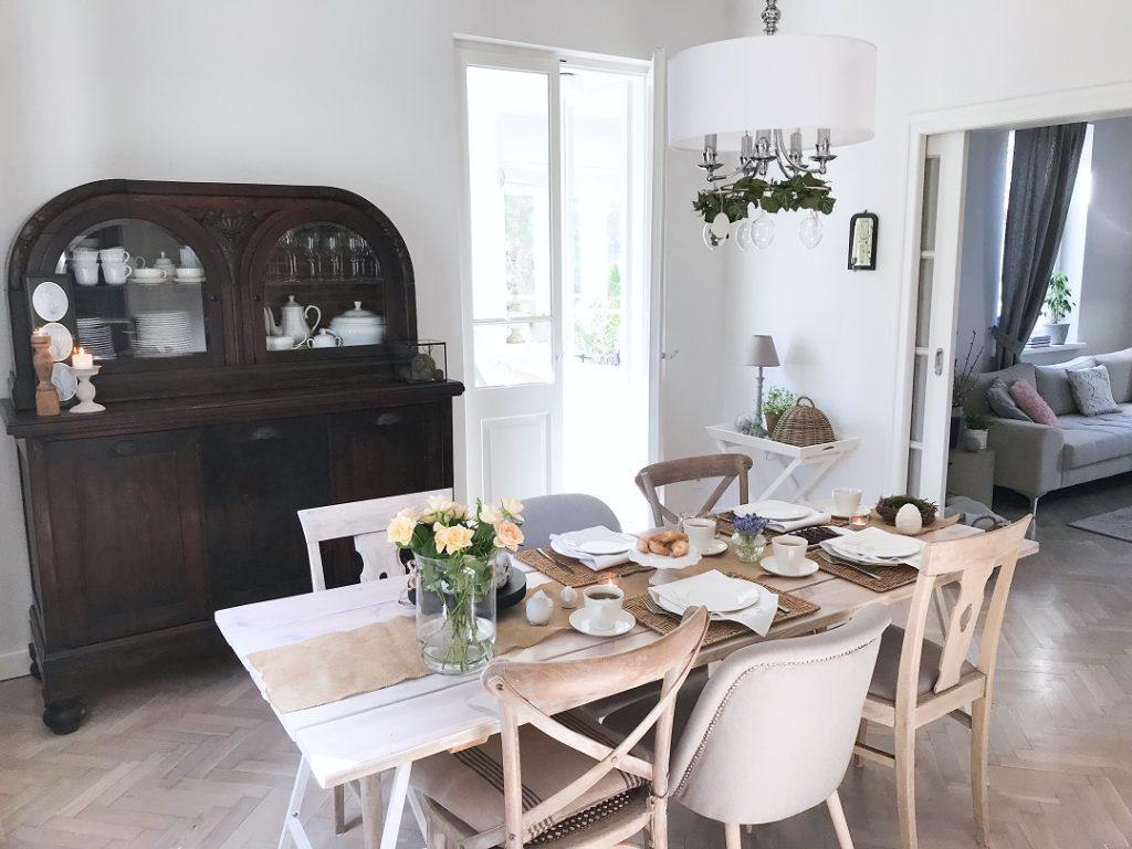 wielkanocne śniadanie, wielkanocne dekoracje, wielkanocne ozdoby, dom na Wielkanoc, jak przystroić stół wielkanocny