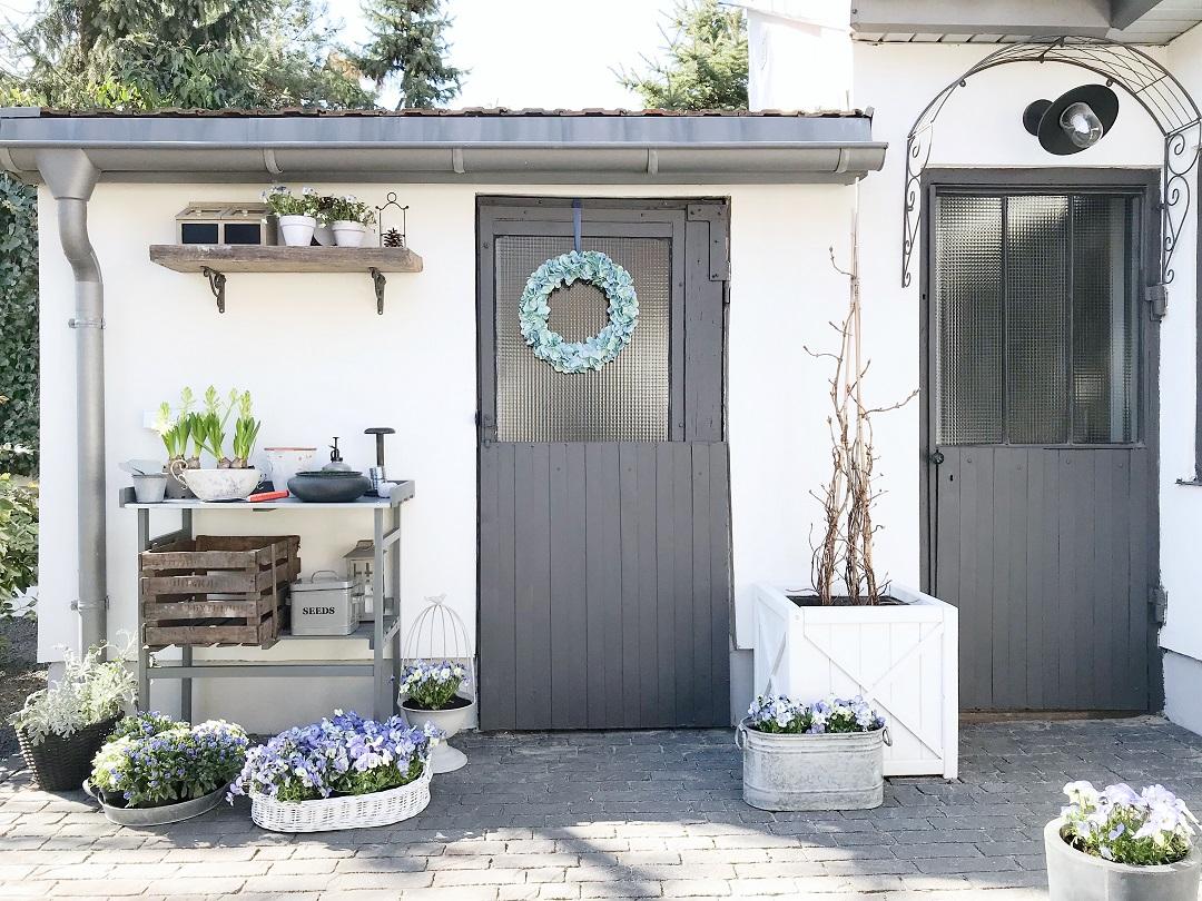 stolik ogrodowy, stolik roboczy do ogrodu, stolik do przesadzania roślin, stół ogrodowy