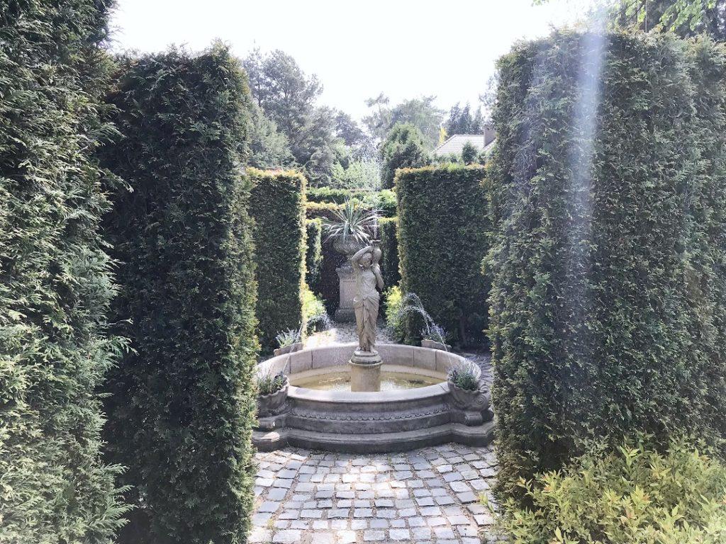 architektura ogrodowa, woda w ogrodzie, tajemniczy ogród