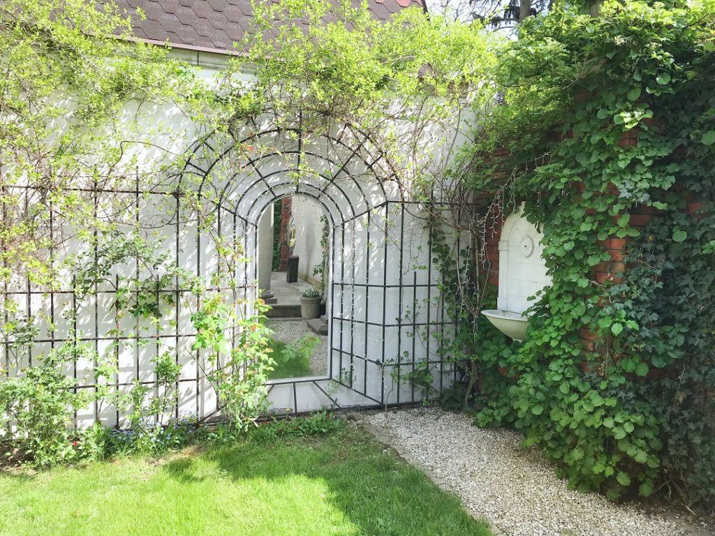 kratka na pnącze, krata na pnącze, tajemniczy ogród, pergola