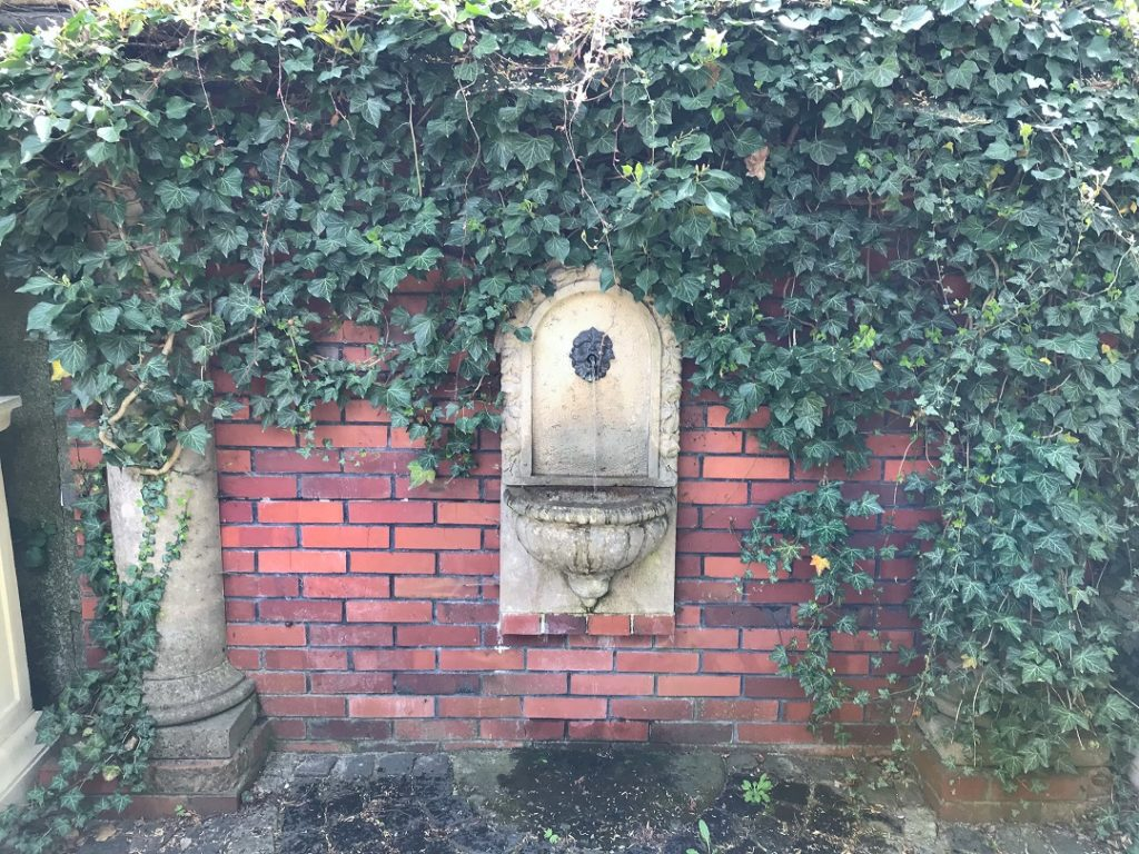 woda w ogrodzie, poidełko, wodozdrój, mała architektura ogrodowa