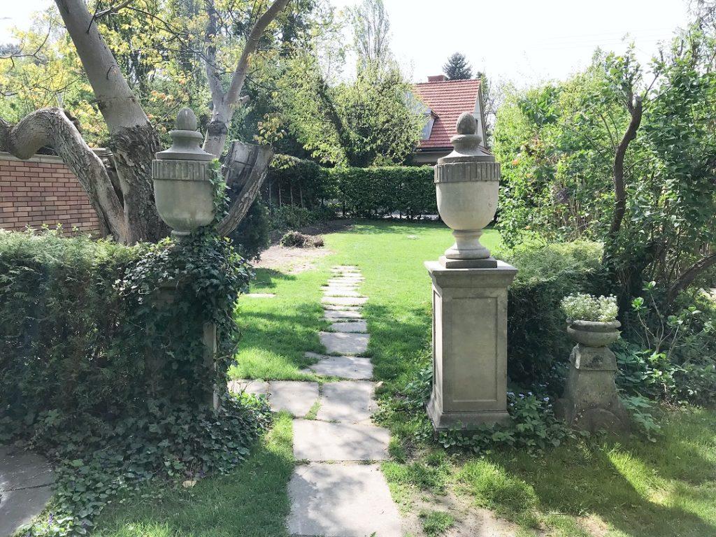 architektura ogrodowe, dekoracyjne elementy do ogrodu, dekoracje do ogrodu, kamienne dekoracje, ozdoby ogrodowe