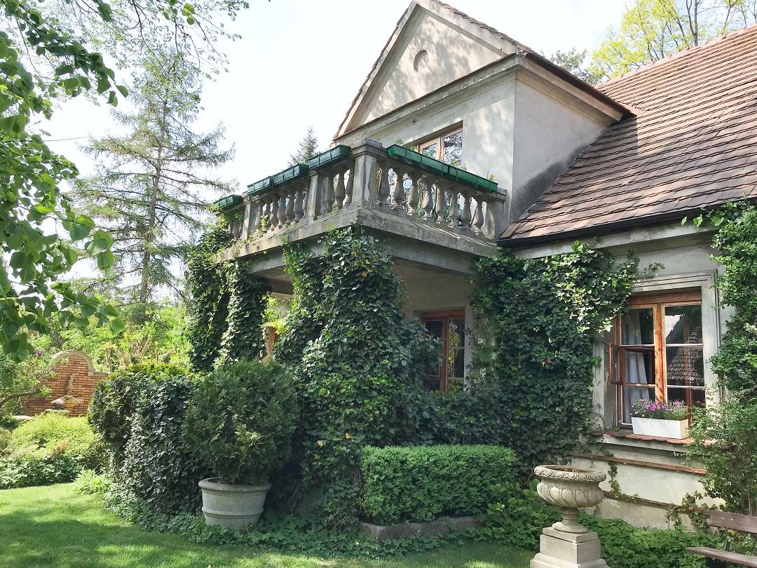 ogród pokazowy Chronos, stary dom, tajemniczy ogród, stary ogród, ogród przy starej willi