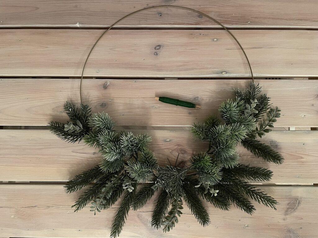 wianek na kole, wianek na obręczy, świąteczny wianek, świąteczny wieniec
