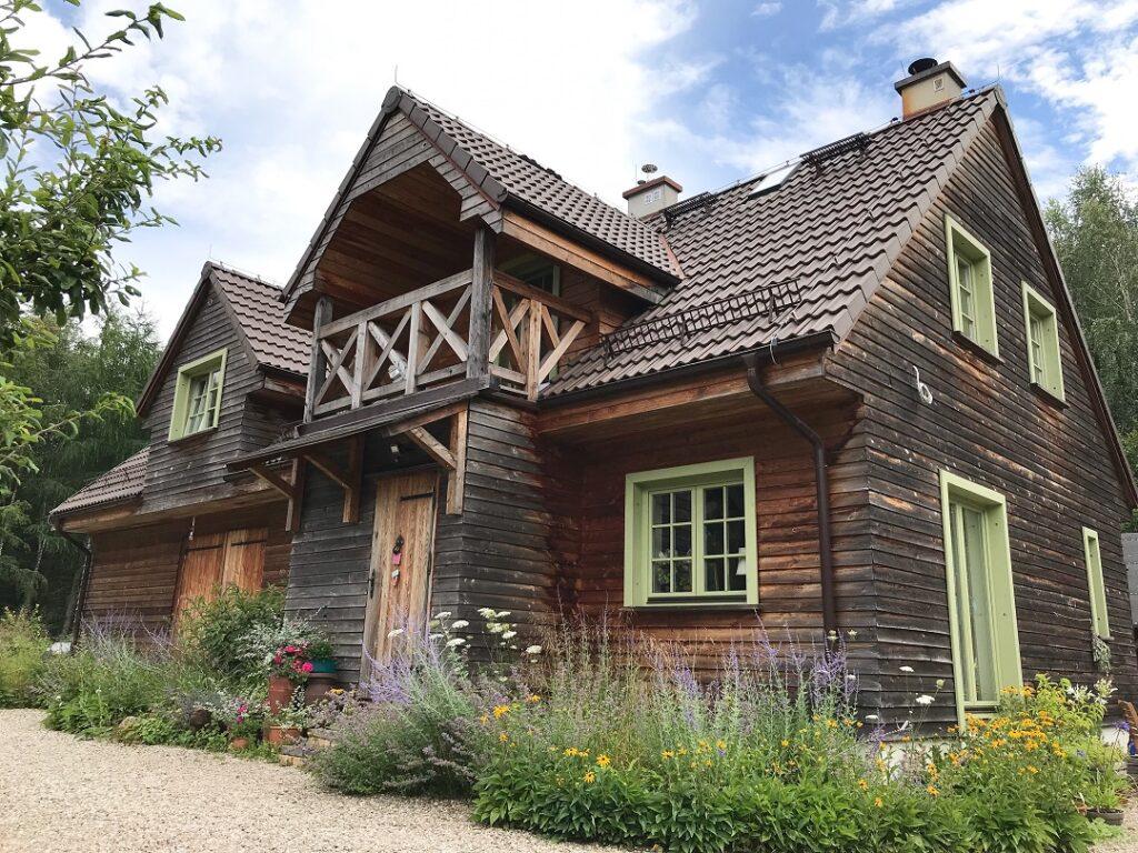 ogród Bellingham, dom drewniany, dom na Kaszubach