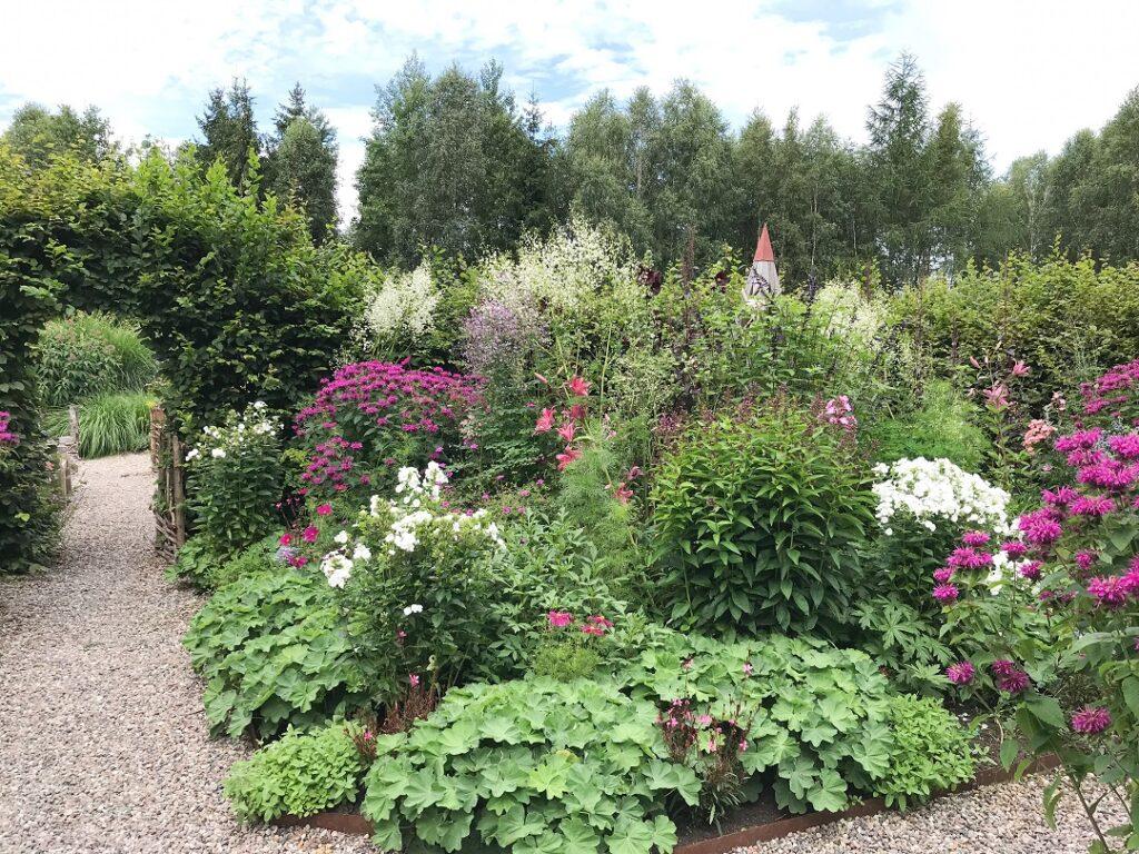 ogród Bellingham, ogród angielski, ogród w stylu angielskim, ogród na kaszubach, kaszuby co zwiedzać, atrakcja na Kaszubach, inspiracje ogrodowe, parter ogrodowy, ogrod pokazowy