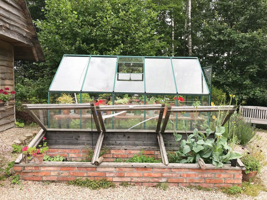 ogród Bellingham, szklarnia, szkalrenka, szklarnia w ogrodzie, ogród angielski